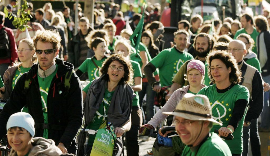 Hundreds join Good Food March for radical farming reform