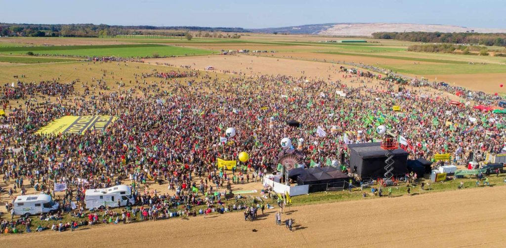 50,000 demonstrators out to defend forest and climate