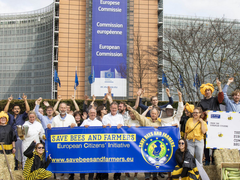 Save bees and farmers (c) Lode Saidane/Friends of the Earth Europe