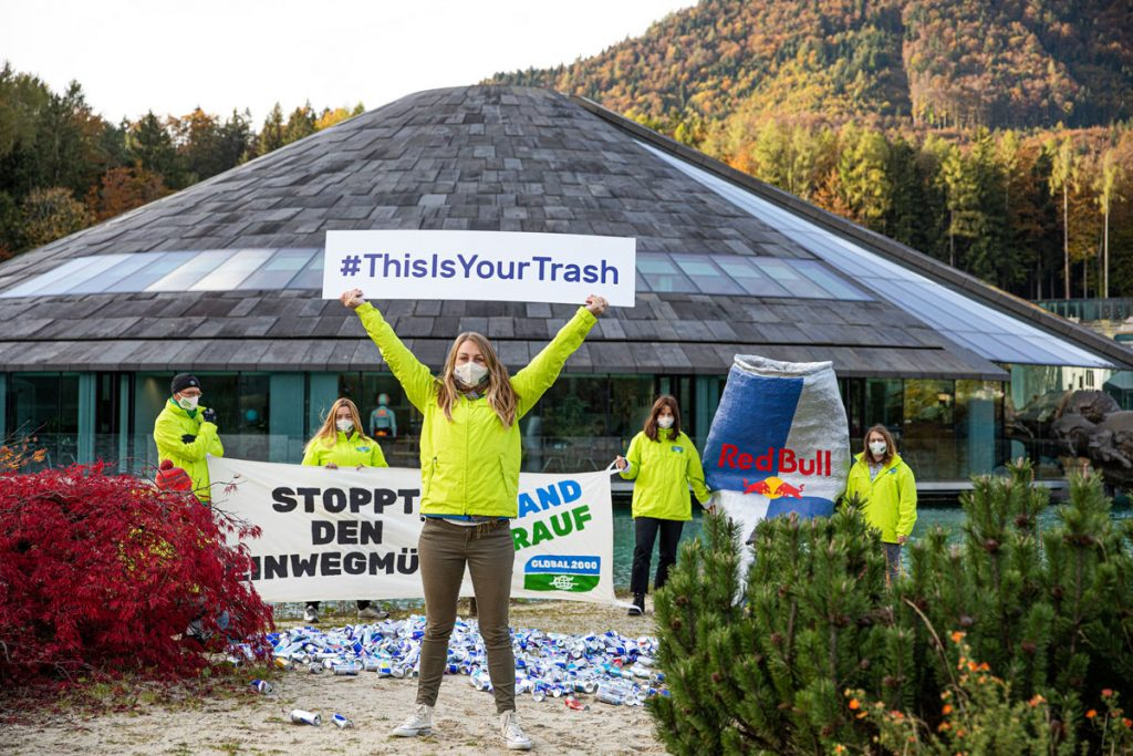 Global 2000 - action outside the Red Bull headquarters in Salzburg (c) Global 2000