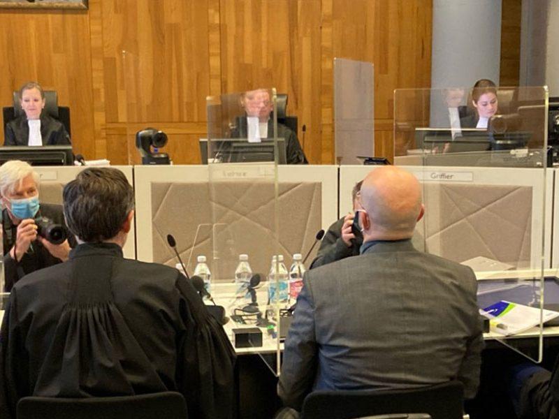 Shell court case / (c) Peter de Rijk